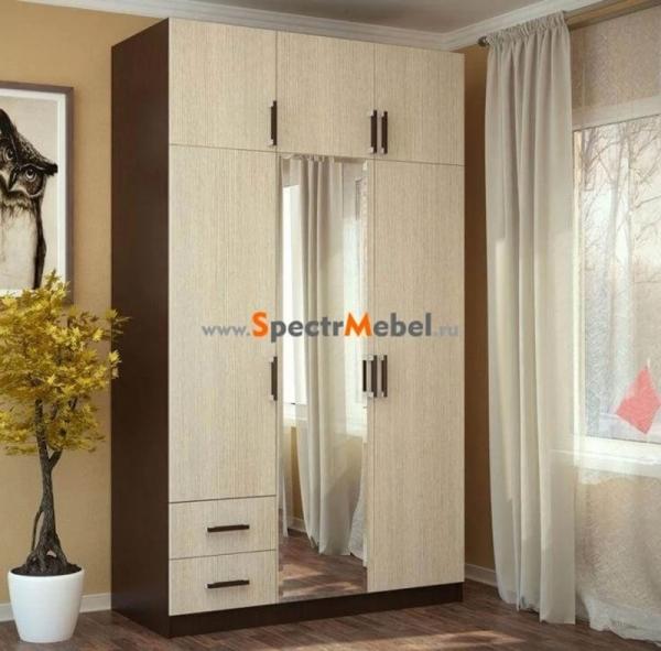 Шкаф трехстворчатый с ящиками и зеркалом